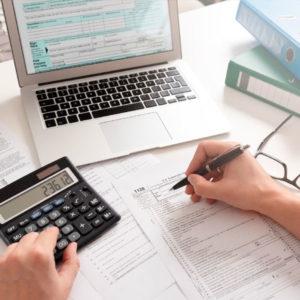 ¿Cómo pueden los autónomos modificar su declaración de la Renta si la presentaron con errores?